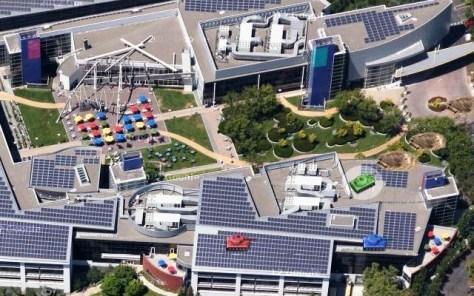 Een tankgevecht op het terrein van het hoofdkwartier van Google.